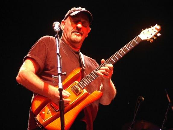 Dave Mason during 2005 appearance at Penn's Peak.