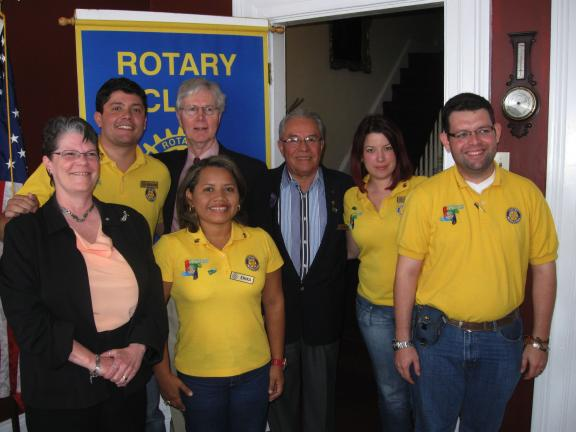 RICK GRANT/SPECIAL TO THE TIMES NEWS Jim Thorpe Rotary Club shares lunch with visiting Columbian executives. Pictured (l. to r.) Local club vice president Susan Sterling, Eduardo Serrano, Erika Ruiz, Local Club President Bill Allison, Ruben Ocampo,…