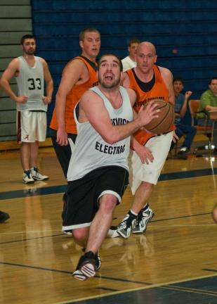 steve shinko /special to the times news Service Electric's Josh McCabe drives to the basket during the ESRC Winter League Basketball Championship game.
