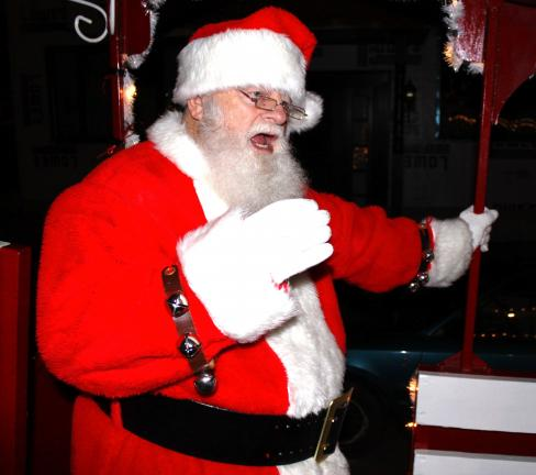 ANDREW LEIBENGUTH/SPECIAL TO THE TIMES NEWS Santa encourages carriage riders to sing along with him as he sings a number of holy Christmas songs.