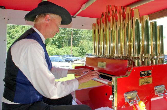 ANDREW LEIBENGUTH/TIMES NEWS Gregory Badger, Collegeville, entertains visitors while playing his old time calliope.