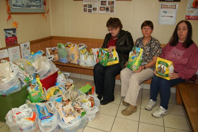 Gail Maholick/TIMES NEWS Jean Zimmerman of Weatherly; Dr. Mary Lombardo and Maryann Dyer, members of the Lehighton Area Lioness Lions Club, are collecting pet food for the pet food pantry. Donations can be dropped off at the Mahoning Valley Animal…