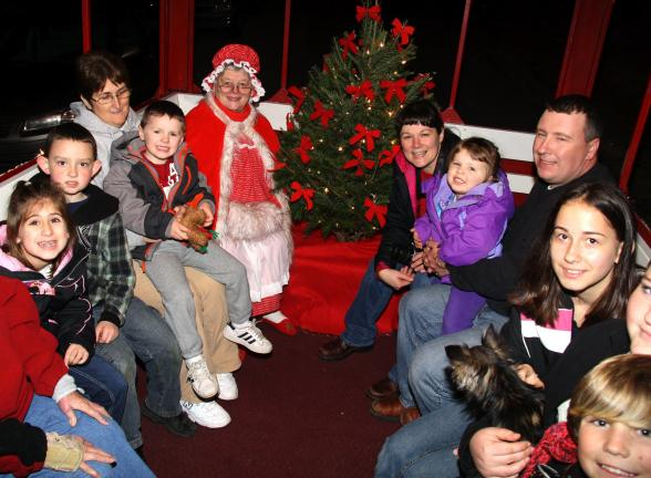 ANDREW LEIBENGUTH/TIMES NEWS Families enjoyed a carriage ride with Santa and Mrs. Claus during the event.