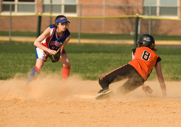 bob ford/times news Jim Thorpe second baseman Gianna Bucci prepares to put the tag on Weatherly's Tiana Genetti.
