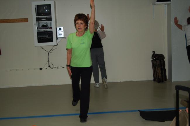 LINDA KOEHLER/TIMES NEWS Carmela Heard instructs a StrongWomen class in stretching.