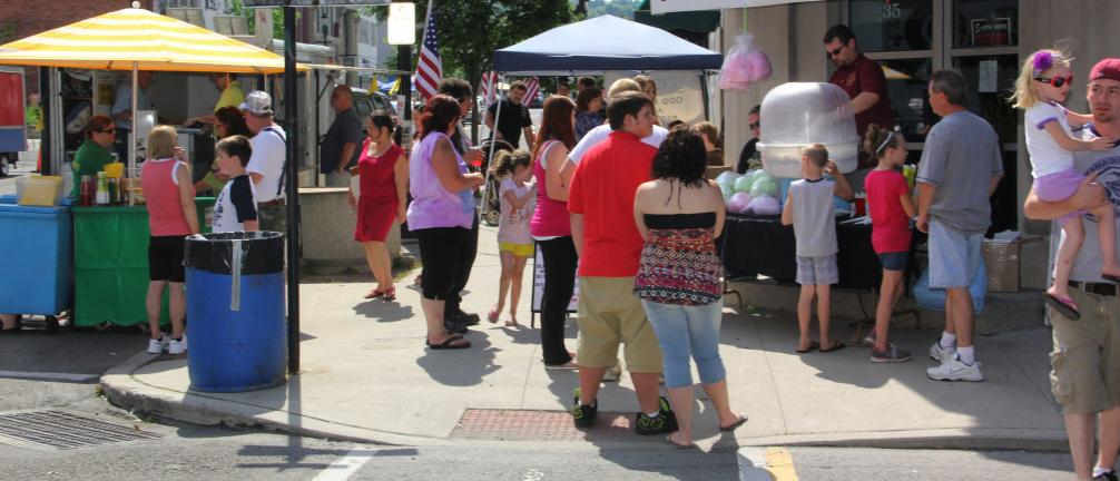 ANDREW LEIBENGUTH/TIMES NEWS FILE PHOTO The sidewalks in downtown Tamaqua were filled with visitors during last year's Heritage Festival.