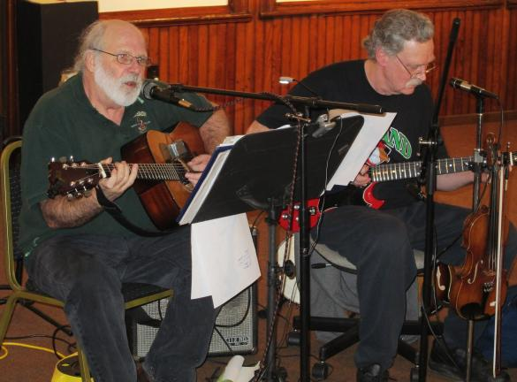 ANDREW LEIBENGUTH/TIMES NEWS Paul Noon, left, and Patrick Migins, play Irish tunes to a foot-tapping crowd.
