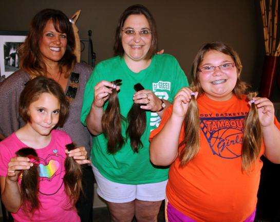 Mother, daughters donate to Wigs for Kids