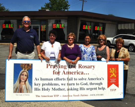 DONALD R. SERFASS/TIMES NEWS Praying the rosary for world peace on Sunday in Hometown are, l-r, Thomas and Donna Carrigan, Tamaqua; Beverly Fazio, Barnesville; Kim Brobst, Walker Township; Joan Yacobenas, Hometown and Val Seroka, New Ringgold. Also…