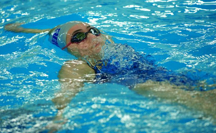 Raider swimmers split with Eagles